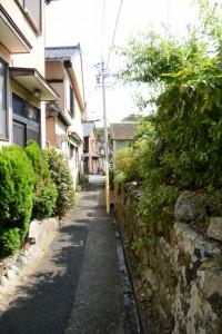 西念寺から弘法井戸へと続く路地