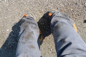 湿地帯で泥だらけになった足元(湿地帯を抜けて粟皇子神社へ)