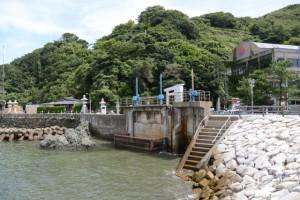 二見浦海岸 突堤から二見興玉神社へ
