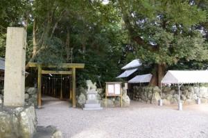 右側、志等美神社・大河内神社(豊受大神宮摂社)への入口付近(上社)
