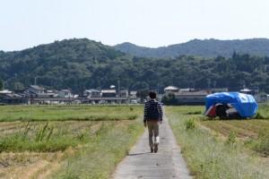 磯部川(神路川)付近から農道を通って伊雜宮へ