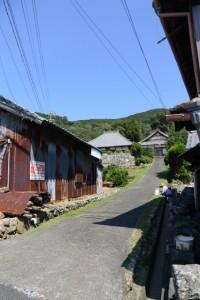 池渓寺の参道(磯部町恵利原)