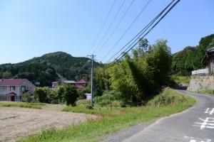 「鸚鵡石登山道 約五00m」の道標付近から伊勢道路方向へ
