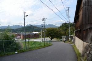 関宿 東の追分一の鳥居から伊勢別街道の坂道
