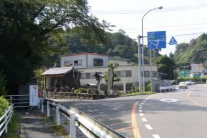 (1)A-9 鈴鹿駅家跡 付近のY字路