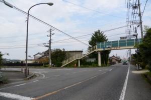 大里小学校入口交差点(県道410号)