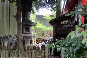 修繕作業中の清川稲荷大明神(今社、伊勢市宮町)