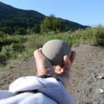 宮川の河原で見つけた丸に近い石