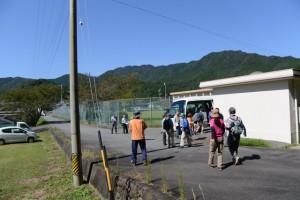 一之瀬神社付近(度会町脇出)よりバスで出発
