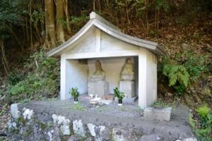 野見坂隧道入口(度会町南中村側)付近の仏像