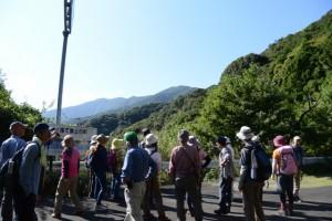 野見坂隧道入口付近(南勢町側)から遠望する道方山