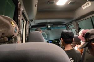 県道22号 新野見坂トンネル内のバス走行