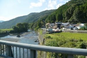一之瀬川を渡る県道22号
