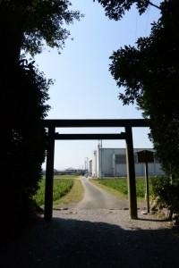 参道入口の鳥居、神麻続機殿神社(皇大神宮所管社)