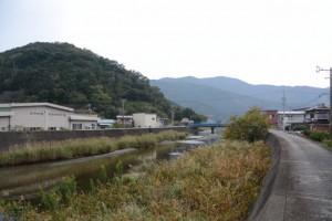 村山川左岸から望む上流側、浜の川橋方向
