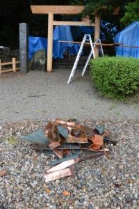 取り外された銅板(松下社)