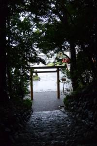雨の佐美長神社(伊雜宮所管社)
