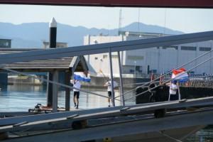 太一御用船(御幣鯛船)を歓迎する鼓笛隊(伊勢市神社港)