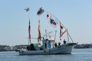 太一御用船(御幣鯛船)の入港(伊勢市神社港)