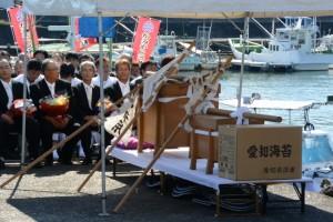 篠島からの御幣鯛を納めた辛櫃(伊勢市神社港)