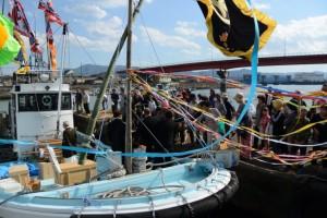 太一御用船(御幣鯛船)の出港(伊勢市神社港)