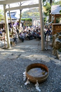 水が張られた謎の桶(賀多神社御遷宮奉祝 奉納薪能)