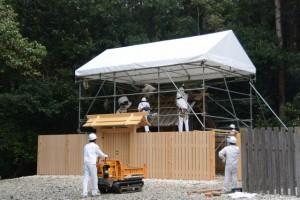昨日に仮遷座を終え解体が開始された神服織機殿神社(皇大神宮所管社)