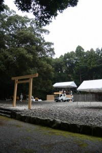 解体中の神服織機殿神社(皇大神宮所管社)