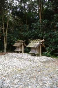 神麻続機殿神社末社八所のうちの二所