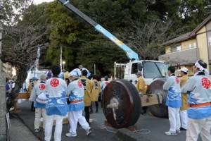 貸与した奉曳車を解体する川端町天漁人奉献団