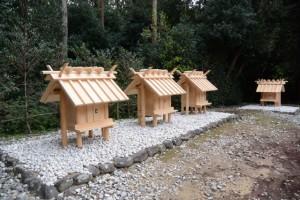 神服織機殿神社末社八所、東側の四所