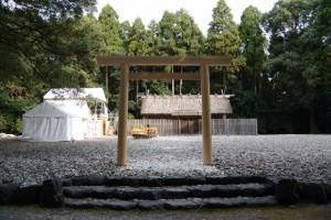 御造替が進められる神服織機殿神社(皇大神宮所管社)と八尋殿