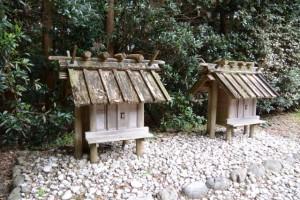 神麻続機殿神社末社八所、西側の二所