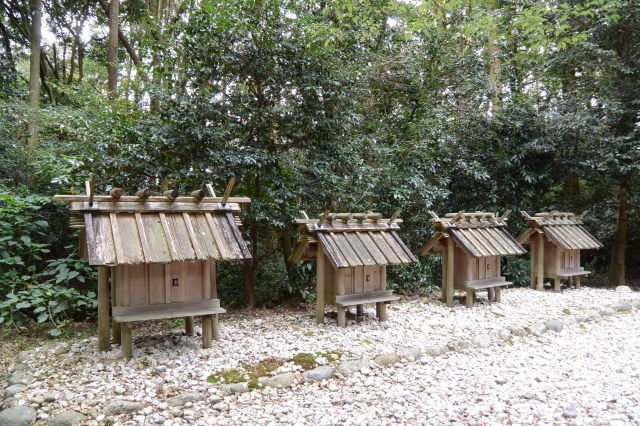 神麻続機殿神社末社八所、東側の四所
