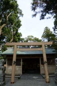 建て替えられた拝殿前の鳥居、有田神社(伊勢市小俣町湯田)