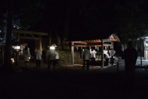 河邊七種神社の遷座祭、手水を受けて八王子社跡へ