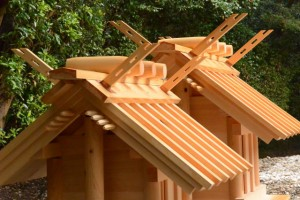 御造替された神服織機殿神社末社八所の・・・