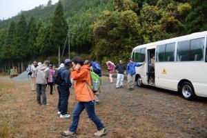 舟戸地区(山歩き出発点)、バスにて到着