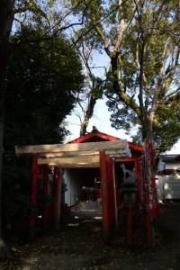 修繕中の鳥居(清川稲荷大明神)