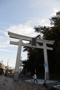 金刀比羅神社の大鳥居(JR鳥羽駅前)