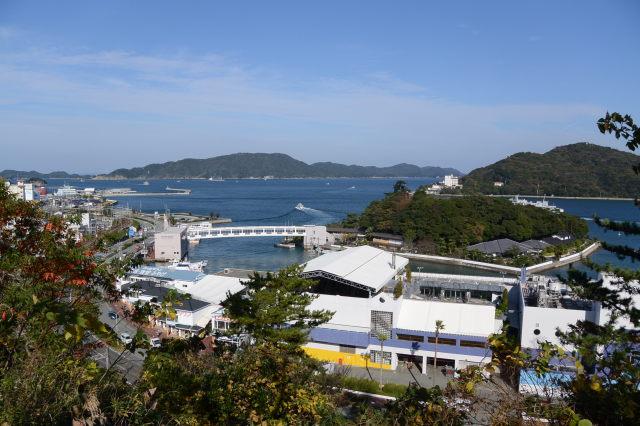 鳥羽城本丸跡から遠望したミキモト真珠島