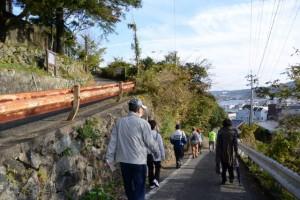 旧鳥羽小学校から近鉄中之郷駅付近へと続く坂道