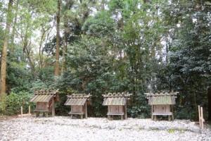 御造替の準備が進められていた神麻続機殿神社末社八所