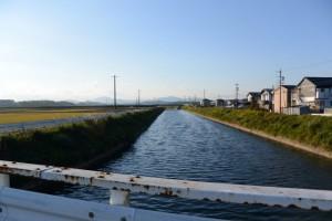 色白橋から望む外城田川の上流側