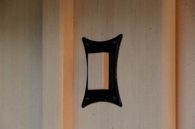 御扉の鍵穴(神服織機殿神社末社八所)