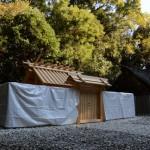遷御に向けて御造替を終えた神麻続機殿神社ほかと仮殿となっている八尋殿