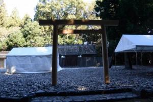 神麻続機殿神社ほかの仮殿となっている八尋殿