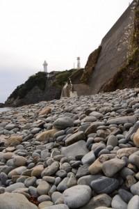 須場の浜での丸い石探し(大王町波切)