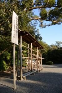 神宮御料酒 白鷹の樽を並べるための準備(外宮)