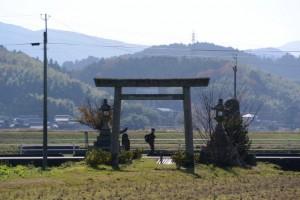 相生神社の参道遠望(多気郡多気町兄国)